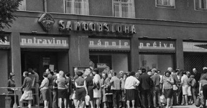 V roce 1989 Češi vydělávali nakilo banánů 55 minut. Letos jim stačí 7 minut.