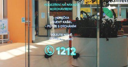 Holografické panely slouží jako informační kanál.  Kampaň #stopcovidcz zaštiťuje ministerstvo