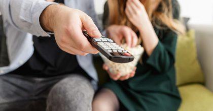 Televizi denně sleduje 70% Čechů. Vedou filmy aseriály