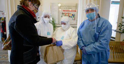 E.ON podpoří zdravotníky ihasiče vboji proti koronaviru. Jídlem zdarma