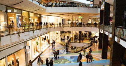 Češi jsou kamenným obchodům věrní. Návštěvnost postupně roste