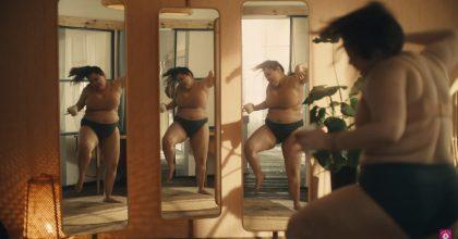 """VIDEO: Žádné """"dokonalé"""" modelky. Zmrzlina sází navášnivý plus-size tanec"""
