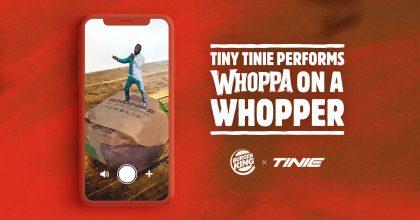 VIDEO: Rapper Tinie pro Burger King. Zákazníkům tančí nasendviči