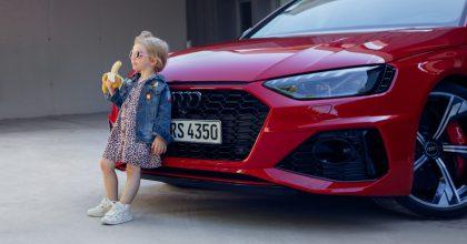 """""""Nejodpornější reklama naauto."""" Audi stáhlo vizuál sholčičkou pojídající banán"""