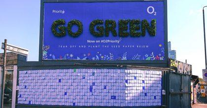 Živý billboard O2 motivuje: zasaďte létaky avypěstujte si rostliny