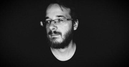 """VIDEO: """"Temný chvíle ti dávaj sílu zazářit."""" Madmonq uvádí kampaň pro hráče"""