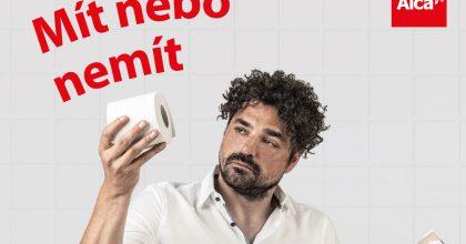 Kreativní ředitel agentury prodává WC modul. Alcaplast ho zapojil dosvé kampaně