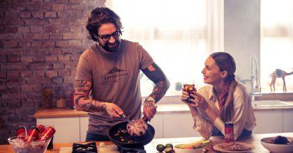 """Kampaň Coca-Cola """"Spolu chutná nejlépe"""" zve naživé vaření sinfluencery"""