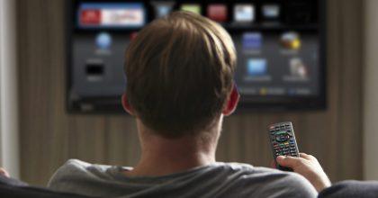 Reklamu vtelevizi může mít vroce 2021 vaše kadeřnice iautomechanik