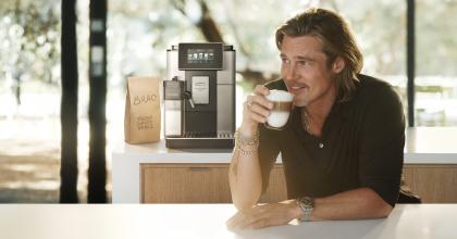 Na kávu sBradem Pittem láká De´Longhi vprvní globální kampani